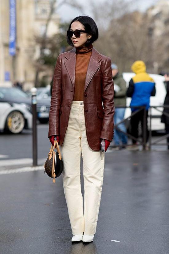 Nằm trong danh sách những món đồ mang vẻ đẹp 'kinh điển', áo khoác da là sản phẩm khó mất đi vị thế quan trọng trong xu hướng thu đông.