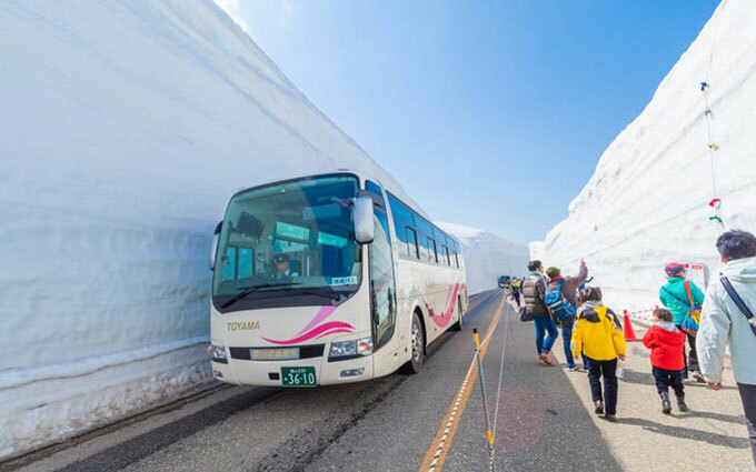 Xe buýt được rất nhiều người chọn khi du lịch Nhật Bản. Ảnh: Tokyo Weekender. Xe buýt được rất nhiều người chọn khi du lịch Nhật Bản. Ảnh: Tokyo Weekender.