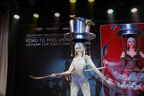 Cong bo trang phuc dan toc tai Miss Universe 2019_Miss Universe Vietnam (21)