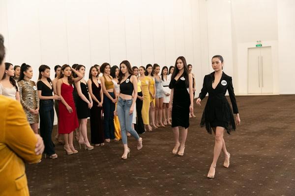 Hau truong Casting Fashion Show_top 60 Hoa hau Hoan Vu Viet Nam 2019 (12)