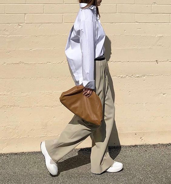 Lấy cảm hứng từ mẫu túi cổ điển, nhà mốt nổi tiếng đã 'hớp hồn' các tín đồ thời trang khắp thế giới với các kiểu túi xách, clutch kiểu dáng độc đáo.
