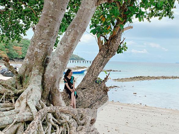 Banda Aceh là vùng đất theo đạo Hồi cổ xưa nhất của Indonesia, nơi ghi dấu nhiều tàn tích của trận sóng thần khủng khiếp xảy ra tại Ấn Độ Dương năm 2004, và cũng là điểm đến với những bãi biển siêu đẹp. Ảnh chụp trên bãi biển cát trắng ở Banda Aceh