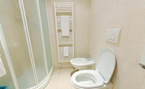 2. Điều tối kị cần tránh về phong thủy nhà vệ sinh, nếu không 'gia môn bất hạnh', tiền tài không cánh mà bay1