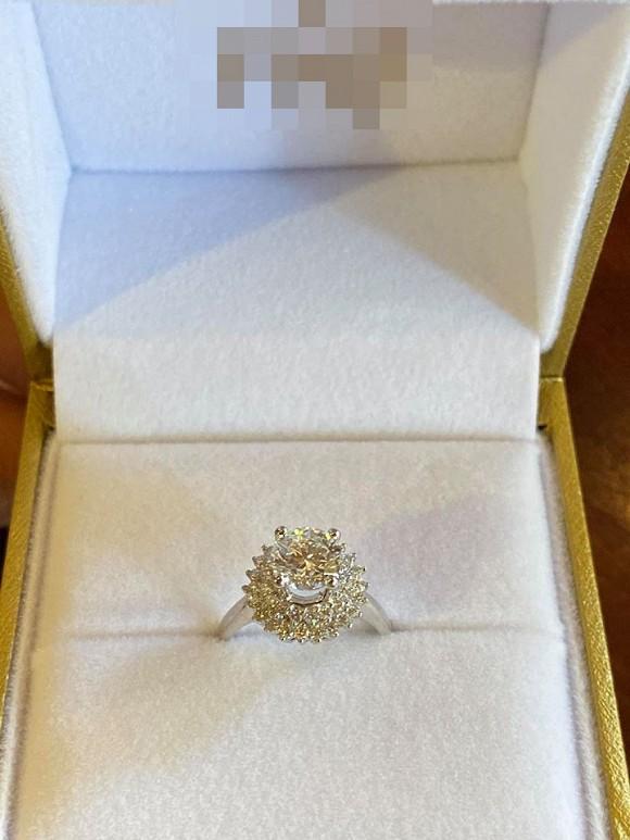 Huỳnh Phương tặng nhẫn kim cương cho Sĩ Thanh.