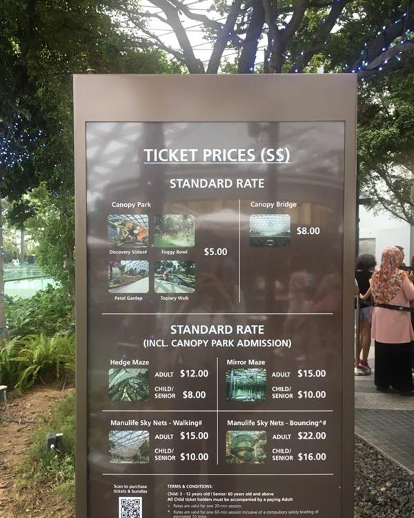 Giá vé trò chơi ở Jewel Changi.