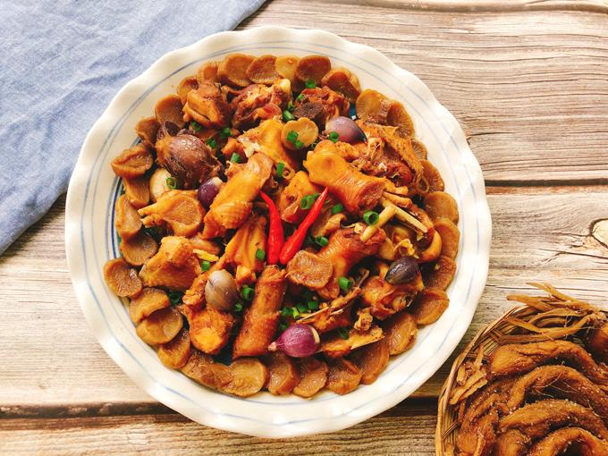 3. Thịt gà kho củ cải muối
