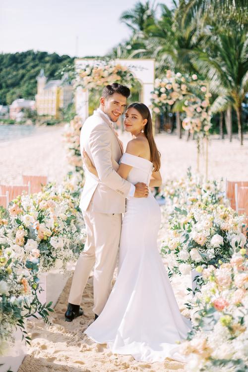 3. Váy cưới dành cho hôn lễ ở biển11