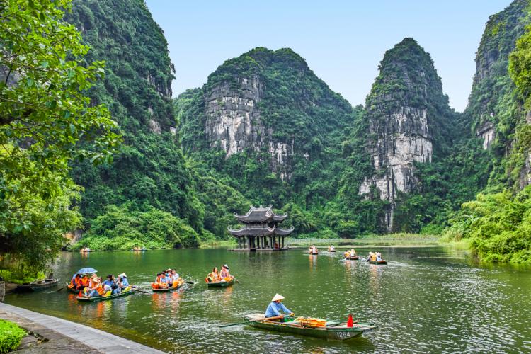 Non nước hữu tình ở Tràng An, Ninh Bình.