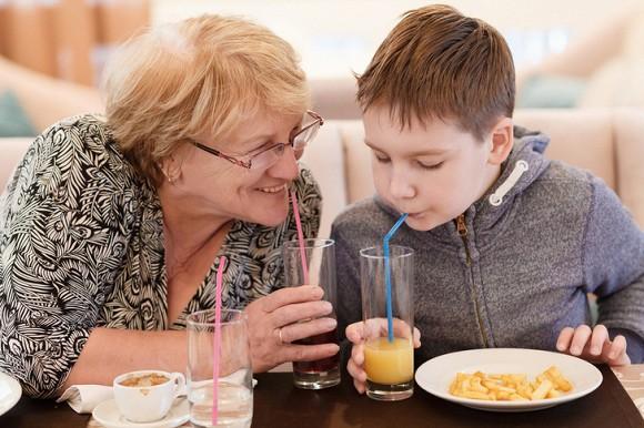 5. 5 ảnh hưởng tiêu cực có thể xảy ra với con bạn nếu nhờ ông bà trông cháu3