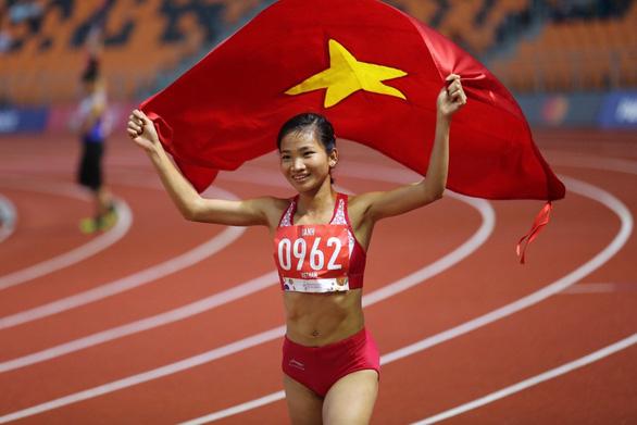 VĐV Nguyễn Thị Oanh giành 3 HCV, phá một kỷ lục tại SEA Games 30 và là VĐV tiêu biểu nhất của thể thao Việt Nam năm 2019 - Ảnh: MINH MINH