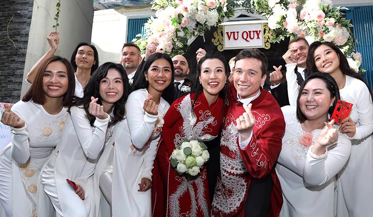 Chồng Hoàng Oanh mặc áo dài đón dâu7
