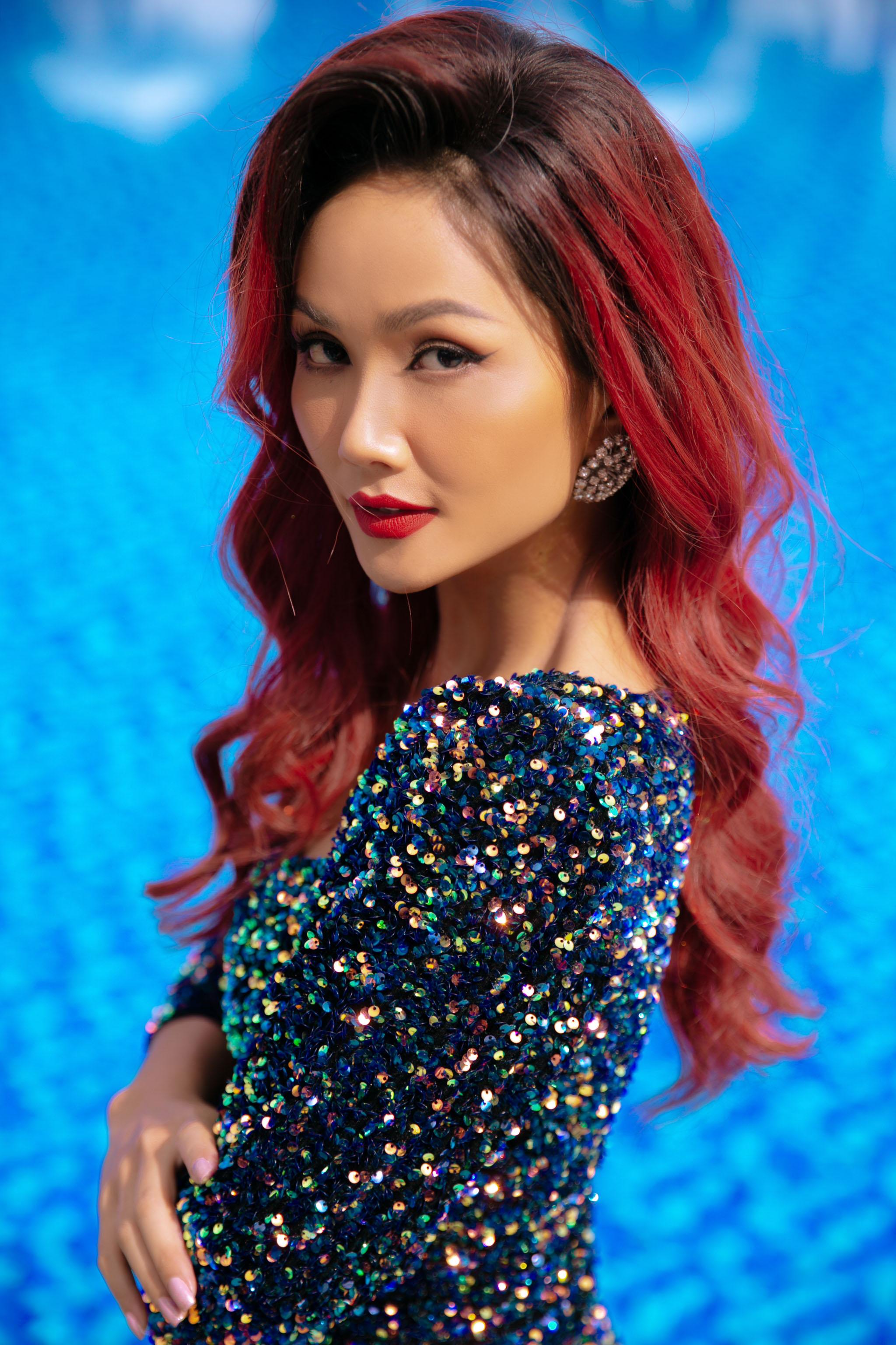 """Hoa hậu H'Hen Niê dẫn dắt phần thi """"Người đẹp biển"""""""
