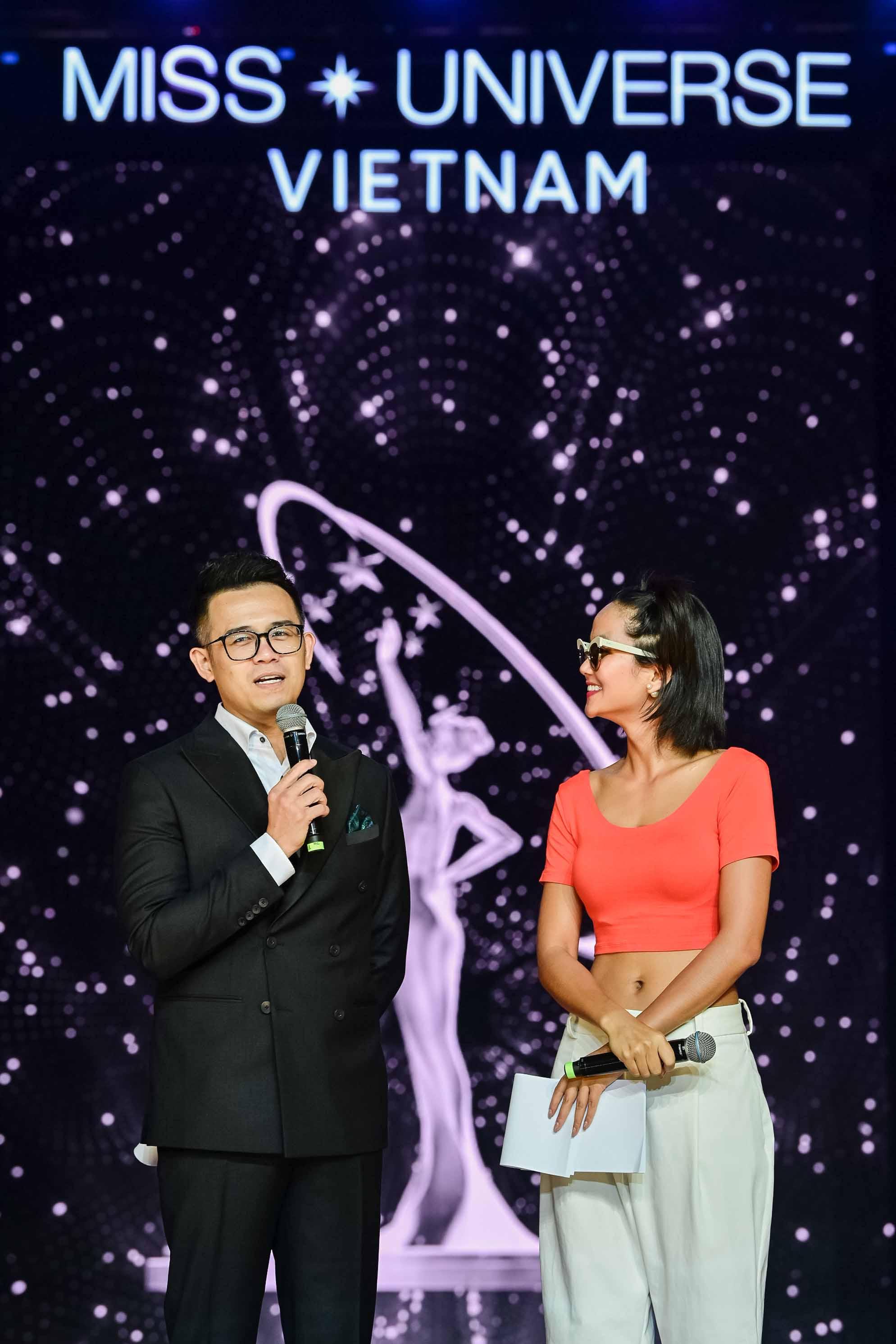Nàng hậu đã có những khoảnh khắc vô cùng đáng yêu trên sân khấu Miss Universe Việt Nam 2019