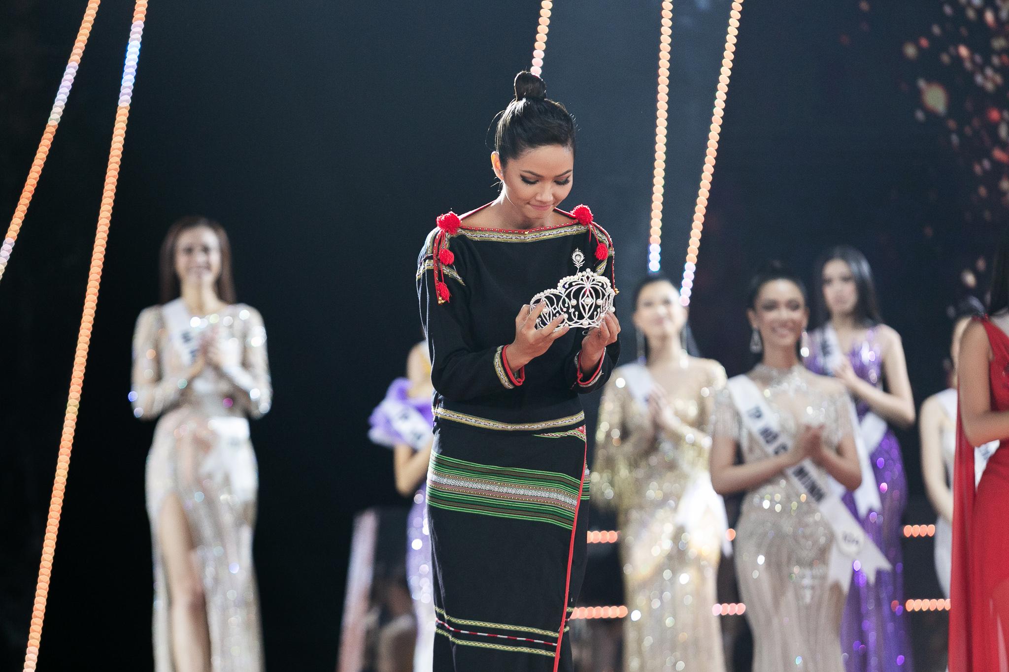 Hoa hậu H'Hen Niê kết thúc nhiệm kỳ 2 năm Hoa hậu Hoàn vũ Việt Nam