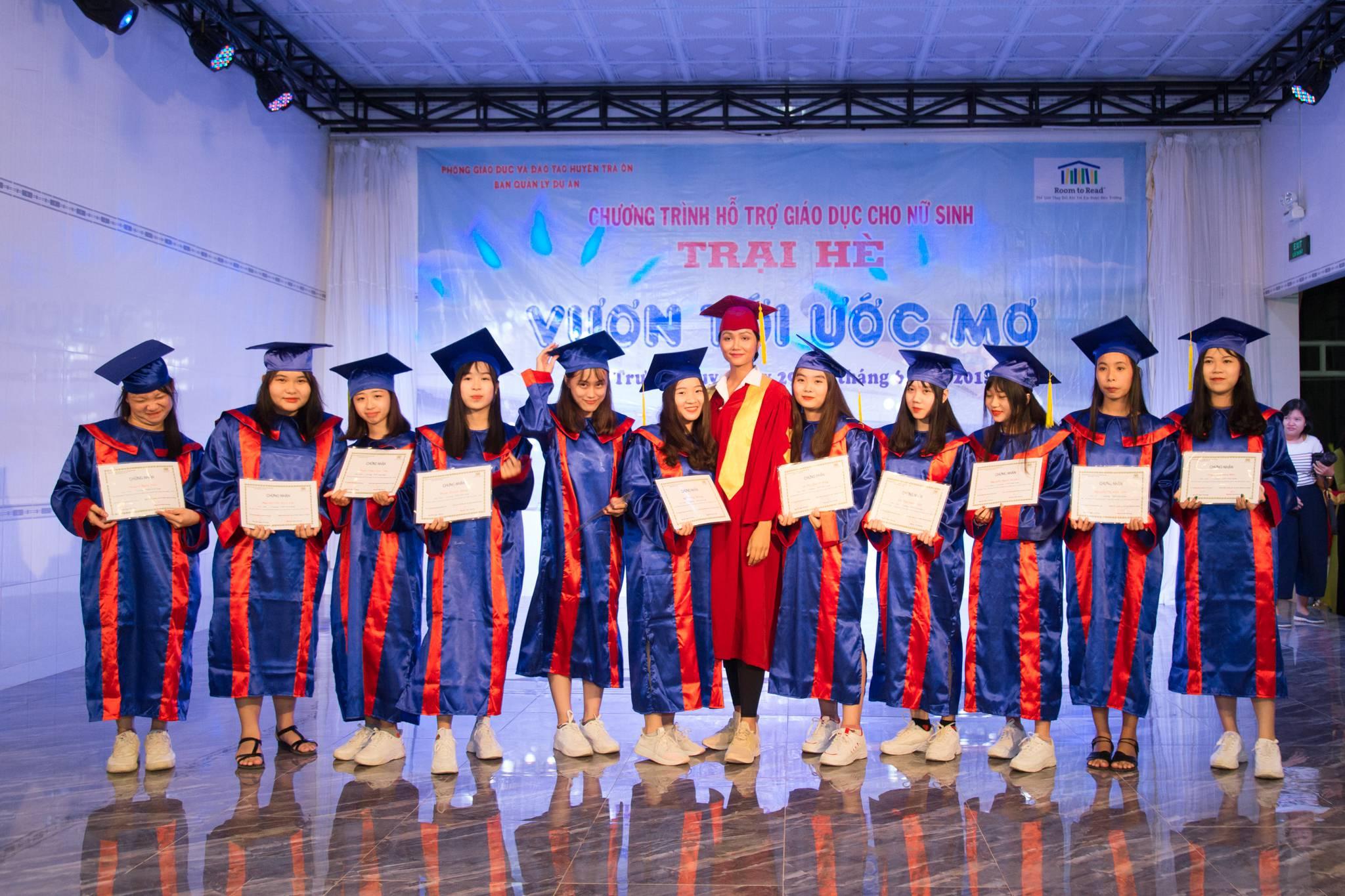 Hoa Hau HHen Nie_Tham gia trai he nu sinh tai Vinh Long (3)