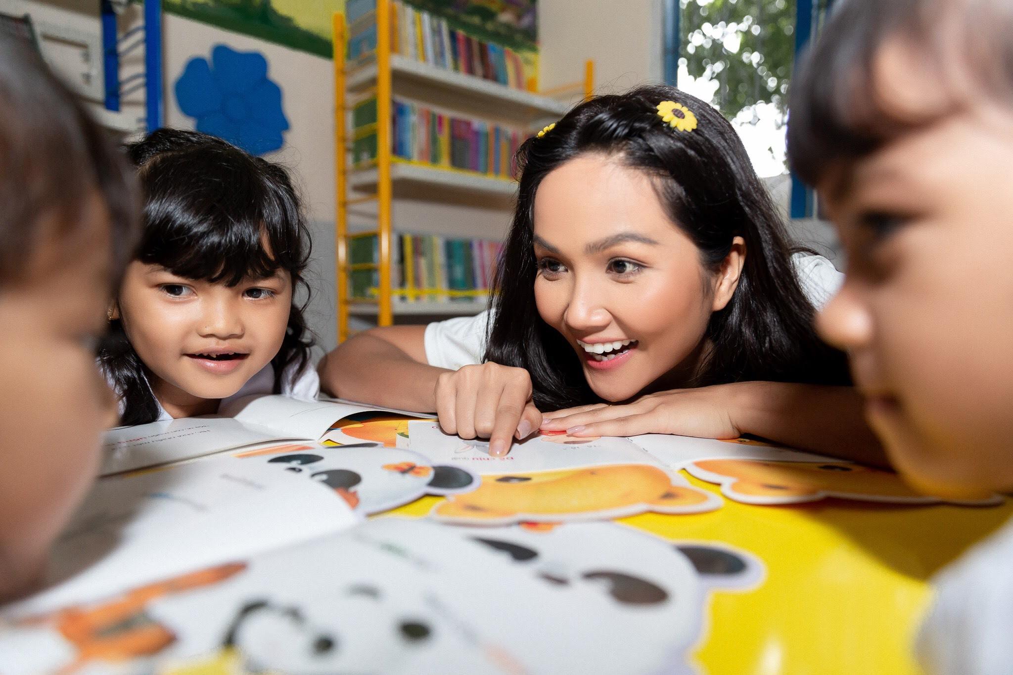 Hoa hau HHen Nie_Xay dung thu vien Room To Read tai Dak Lak (1)
