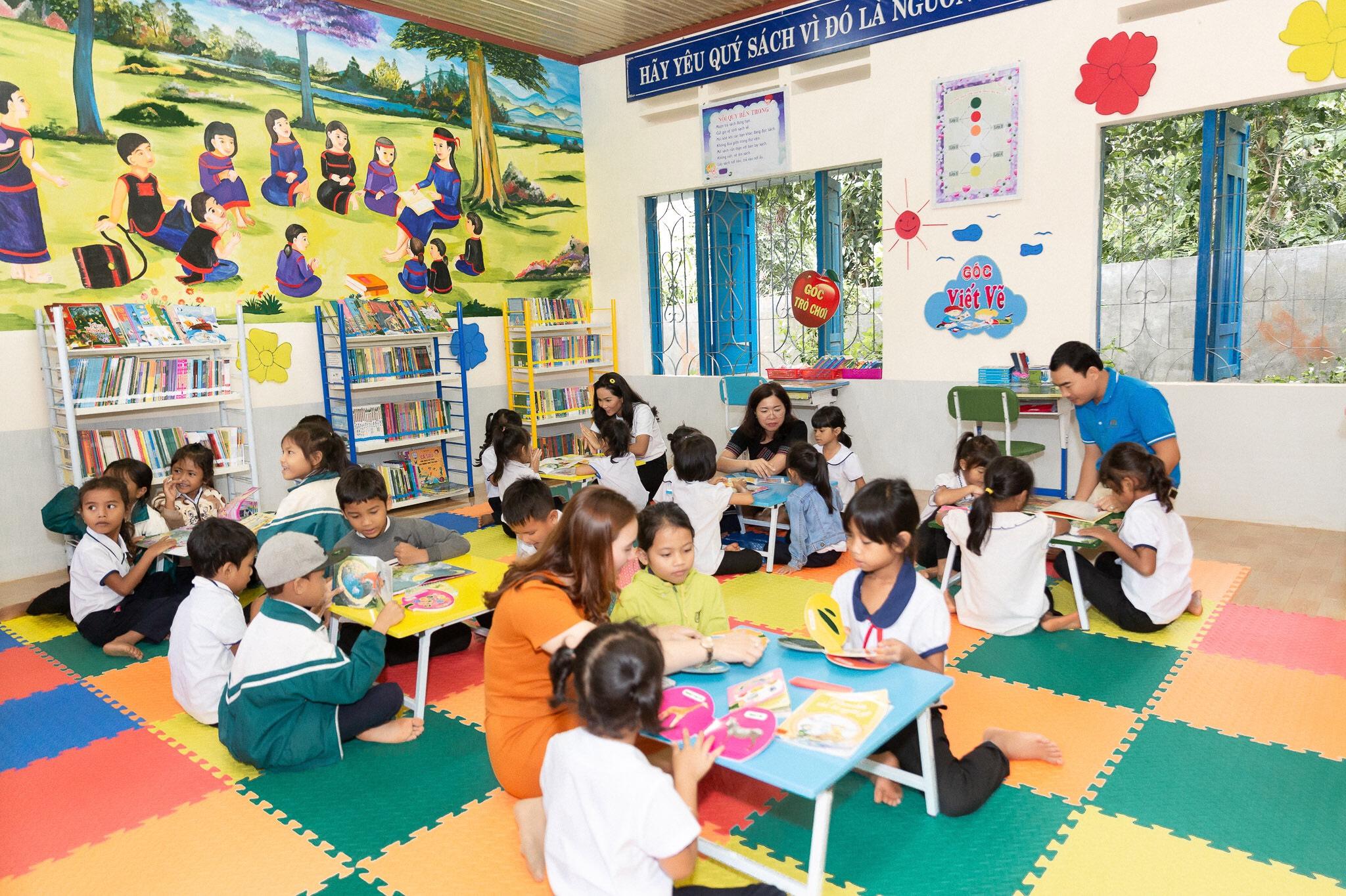 Hoa hau HHen Nie_Xay dung thu vien Room To Read tai Dak Lak (3)