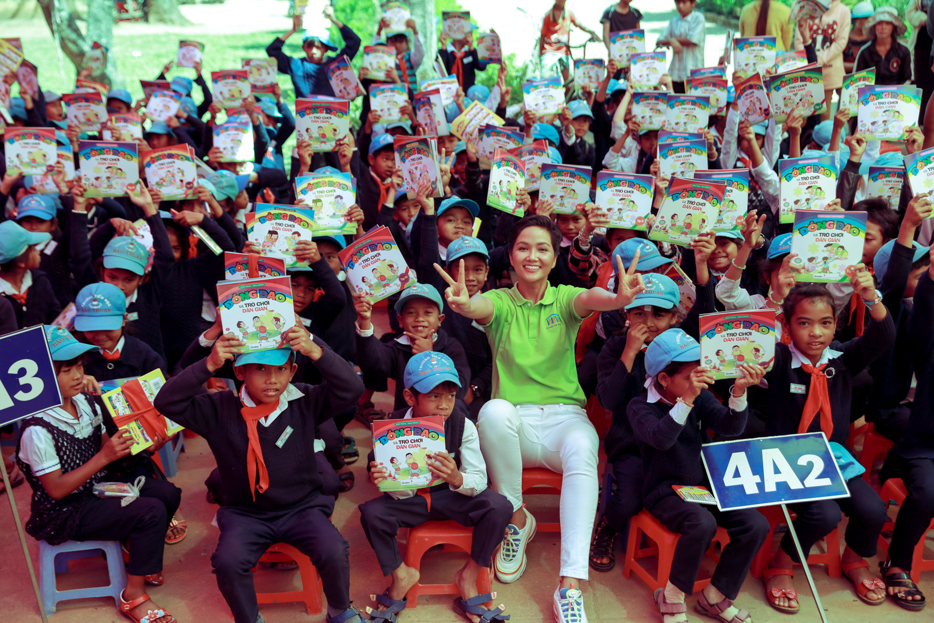 Hoa hau HHen Nie_Xay dung thu vien Room To Read tai Lam Dong (13)