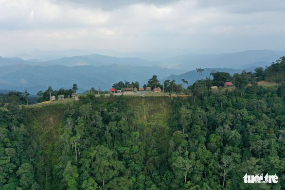 Toàn cảnh đỉnh Quế, huyện Tây Giang, Quảng Nam - Ảnh: TẤN LỰC