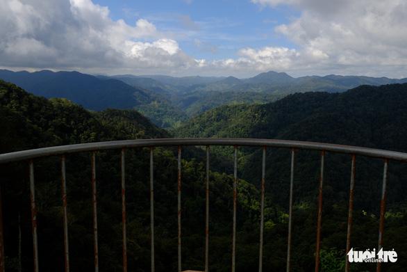 Khung cảnh núi rừng bất tận - Ảnh: TẤN LỰC