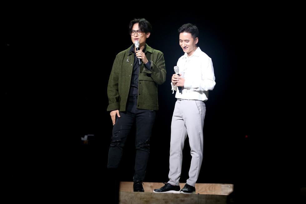 Hà Anh Tuấn vẫn luôn là nghệ sĩ biết cách làm cho những liveshow của mình trở nên ấn tượng. Bằng chứng là các đêm diễn của nam ca sĩ luôn cháy vé sau những giờ mở bán đầu tiên - Ảnh: GIA TIẾN
