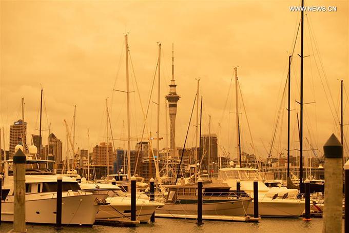 1.Điểm du lịch ở New Zealand bị nhuộm vàng vì cháy rừng