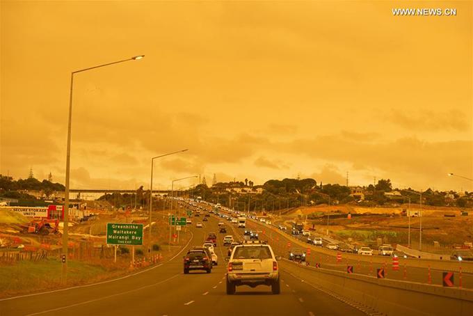1.Điểm du lịch ở New Zealand bị nhuộm vàng vì cháy rừng7