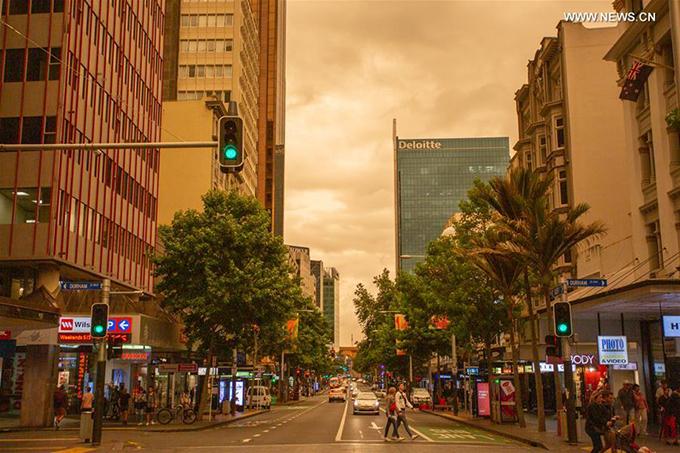 1.Điểm du lịch ở New Zealand bị nhuộm vàng vì cháy rừng8