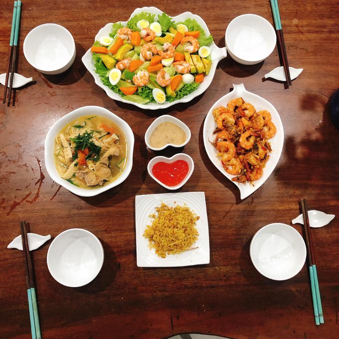 1.Bữa cơm khoảng 150 nghìn đồng của gia đình 4 người8