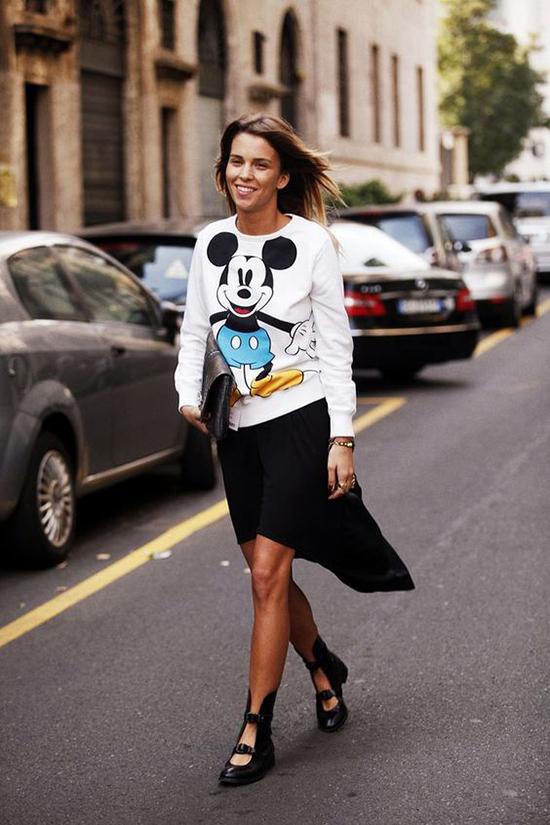 1.Phối đồ cùng áo chuột Mickey2