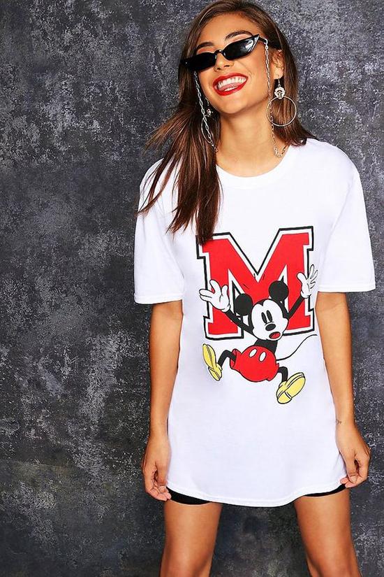 1.Phối đồ cùng áo chuột Mickey3