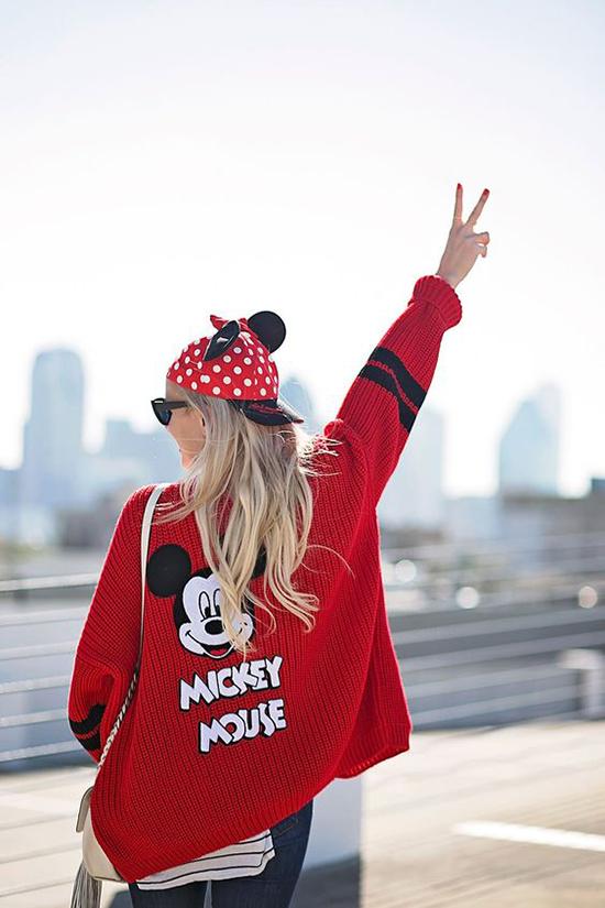 1.Phối đồ cùng áo chuột Mickey4