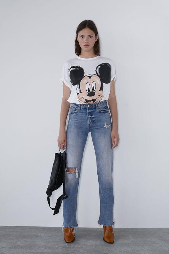 1.Phối đồ cùng áo chuột Mickey5