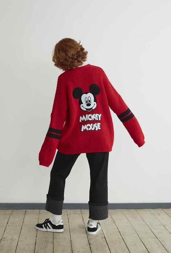 1.Phối đồ cùng áo chuột Mickey7