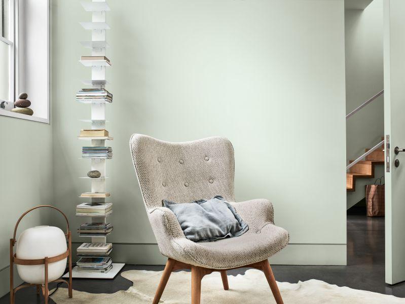Góc đọc sách trở nên tĩnh lặng với bảng màu Chiêm Nghiệm
