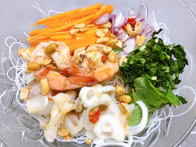 12.Bún gạo trộn hải sản4