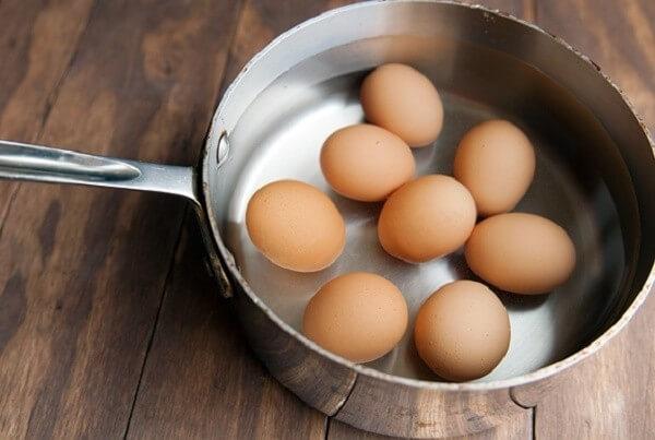 2.Sai lầm khi luộc trứng gà không phải ai cũng biết1