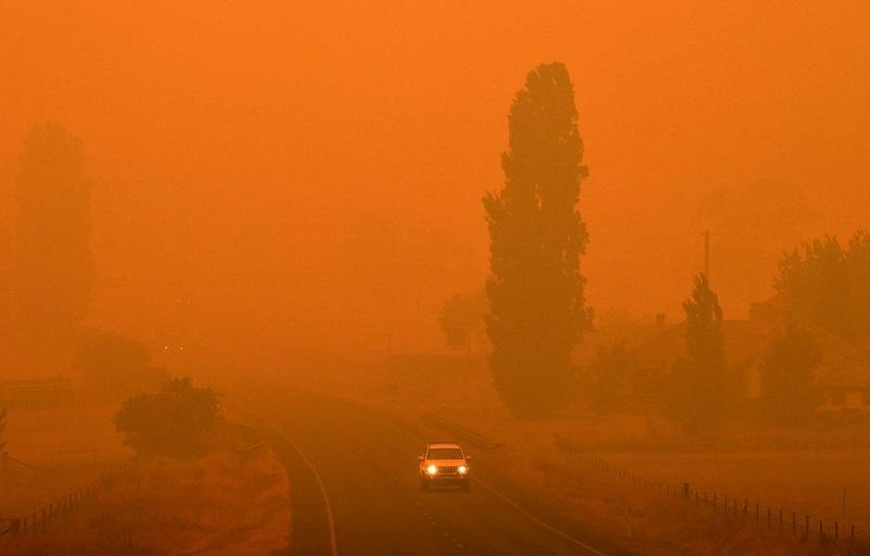 Khói mù từ các đám cháy rừng tiếp tục bao phủ toàn bộ các thành phố lớn của Australia.