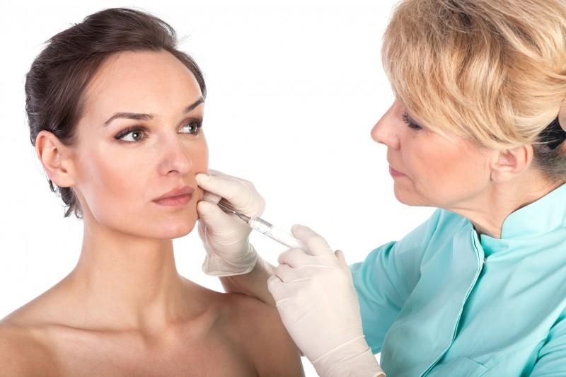 Phẫu thuật có thể để lại biến chứng, nếu làm gần Tết sẽ khó khăn trong việc chăm sóc sau phẫu thuật