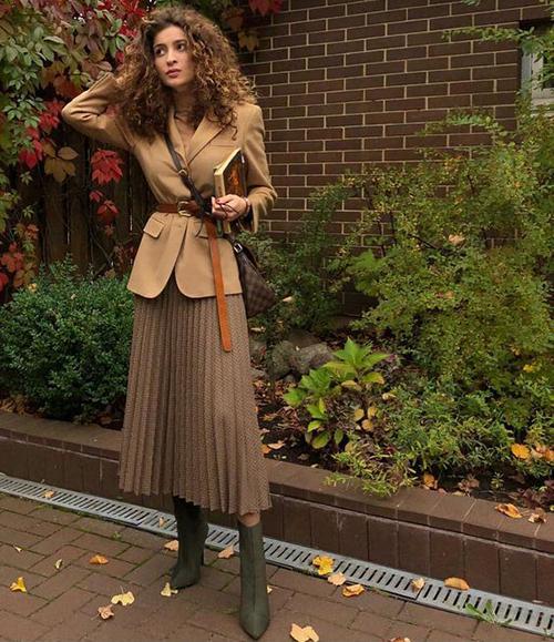8.Phối các kiểu áo khoác với chân váy midi3