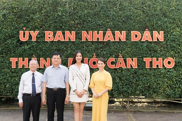 A hau Kim Duyen tham Uy ban nhan dan thanh pho Can Tho_Hoa hau Hoan vu Viet Nam 2019 (12)