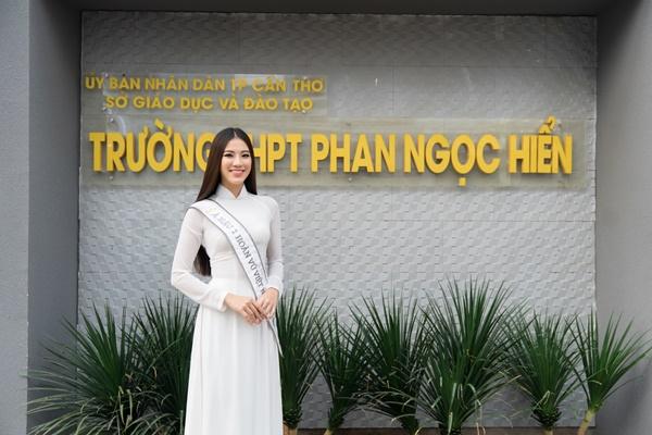 A hau Kim Duyen ve tham truong THPT Phan Ngoc Hien (132)