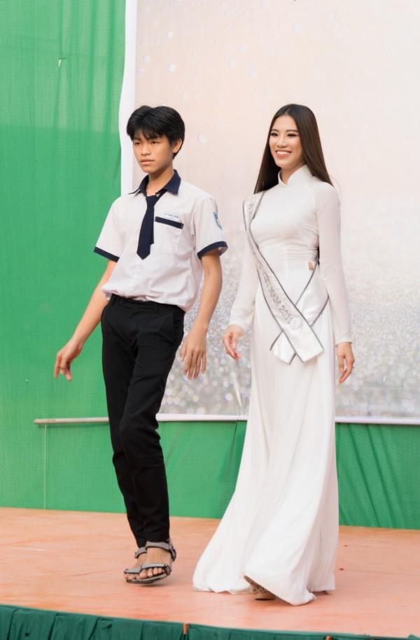 A hau Kim Duyen ve tham truong THPT Phan Ngoc Hien (35)