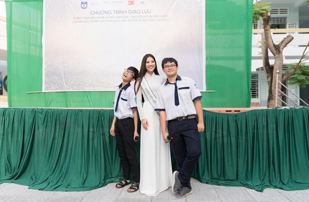 A hau Kim Duyen ve tham truong THPT Phan Ngoc Hien (39)