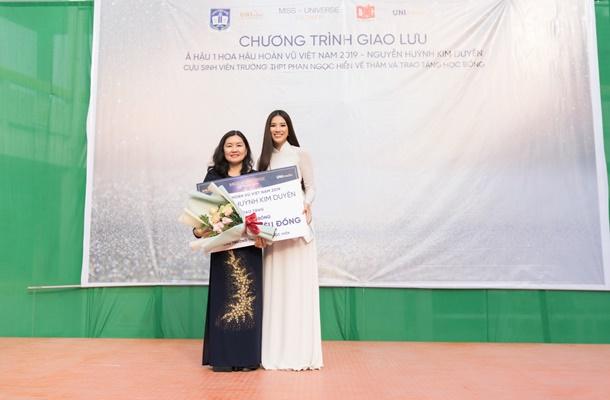 A hau Kim Duyen ve tham truong THPT Phan Ngoc Hien (42)