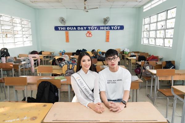 A hau Kim Duyen ve tham truong THPT Phan Ngoc Hien (5)