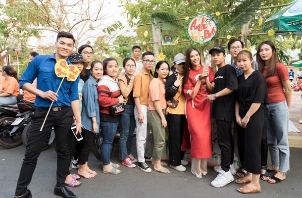 A hau Kim Duyen ve truong Dai Hoc Nam Can Tho (3)