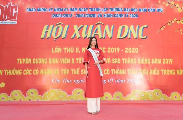 A hau Kim Duyen ve truong Dai Hoc Nam Can Tho (65)