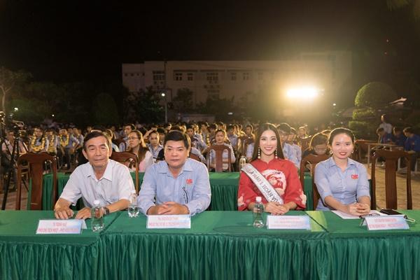 A hau Kim Duyen ve truong Dai Hoc Nam Can Tho (75)