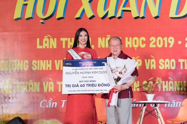 A hau Kim Duyen ve truong Dai Hoc Nam Can Tho (81)